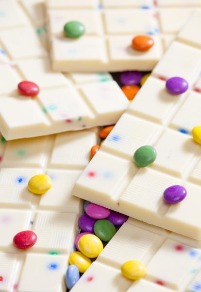 martwa natura z bialej czekolady z
