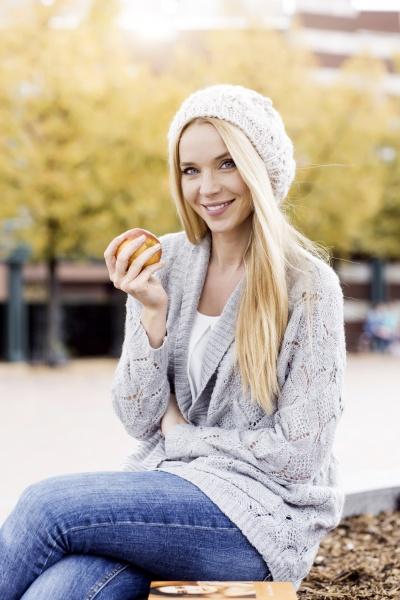 kobieta womane baba sweter ludzie ludzi