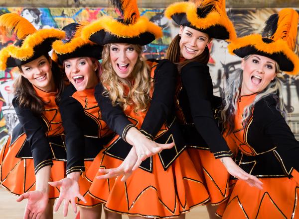 niemiecka grupa folklorysty tanczaca w carnival