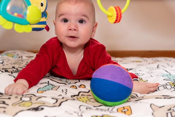uroczy, 6-miesięczny, mały, chłopiec, podczas, brzucha - 28448796