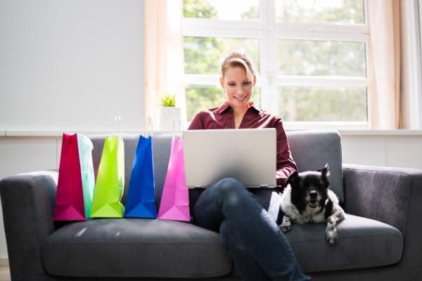 e commerce zakupy online na kanapie