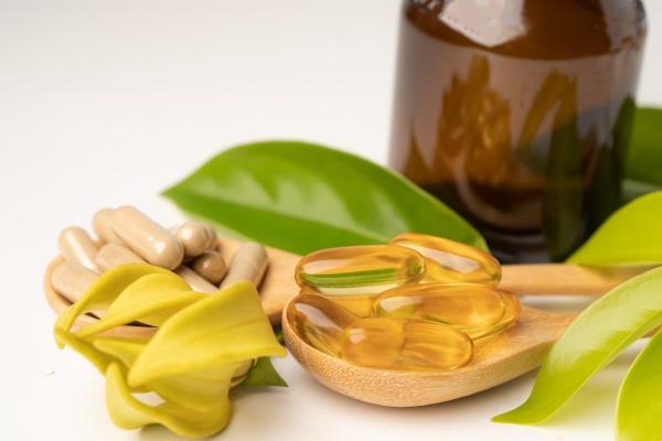 medycyna alternatywna ziolowa kapsulka organiczna z
