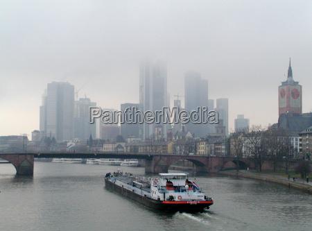 zegluga mgla frankfurt skyline mainhattan