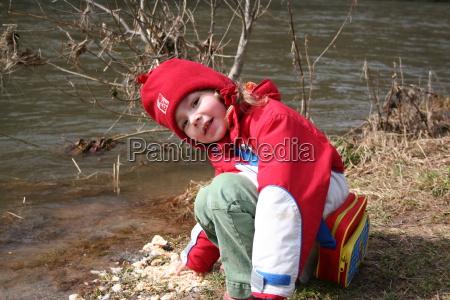 portret potrait czapka krzewy dziecko dziecka