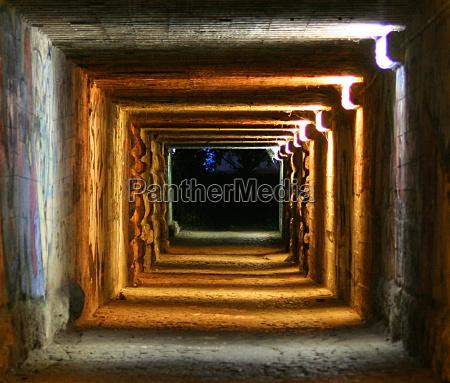 noc nocy wieczor tunel streszczenie pierscienie