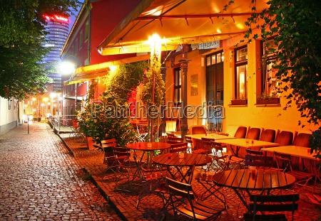 kawiarnia nastroj wieczor krzesla odkryty atmosfera