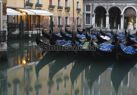 turystyka wenecja gondeln gondola kanal typowy
