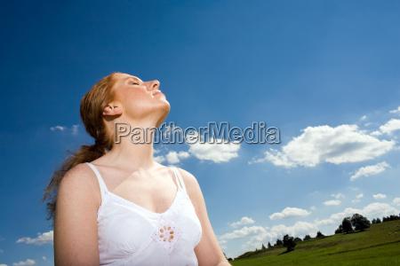 kobieta womane baba swiecenie swiatla jasny
