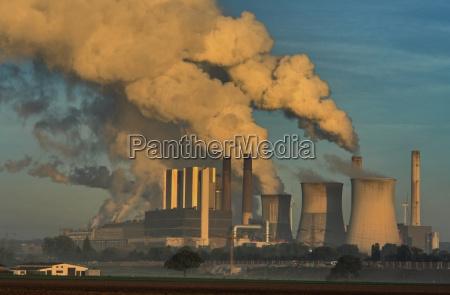 elektrownia wieza para wodna teren przemyslowy
