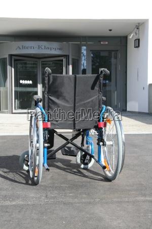 wozek inwalidzki seniorzy Smieciarki choroba inwalidzki