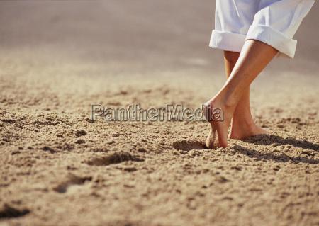 odciski w piasku