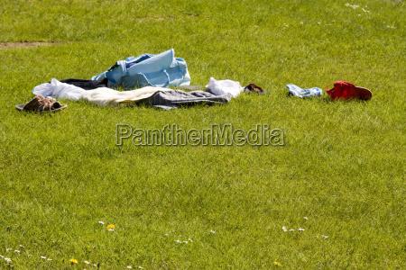 zielony wylaczony bielizna klamotten sachen trawnik