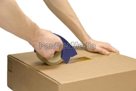 wysylka poczta pudelko trzymac sie trzymac
