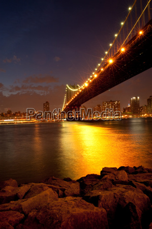 manhattan bridge in twilight