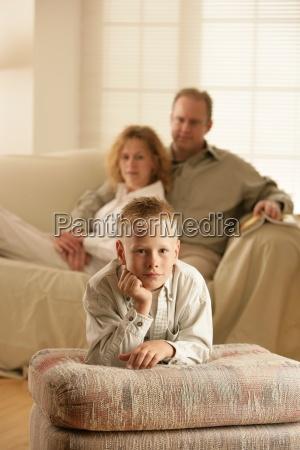 chlopiec i jego rodzice