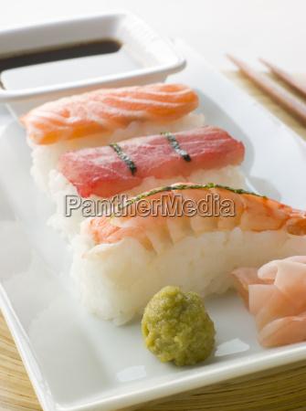 sos recznie molded seafood sushi wasabi