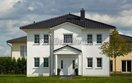 dom jednorodzinnydom z ogrodem