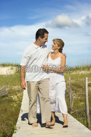 couple walking to beach