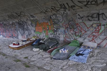 pomost graffiti grafitti odkryty pod spoleczny