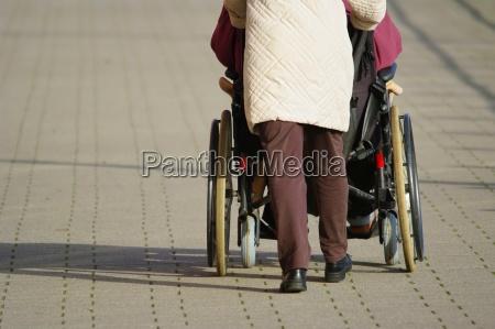 prowadzic wozek inwalidzki ruch dostepnosc promy