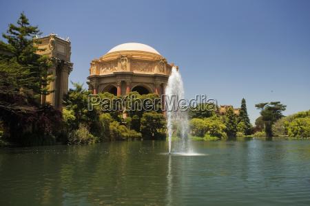 panoramiczny widok na fontanne i rotunda