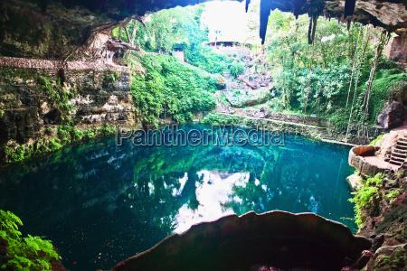 widok z duzego kata jeziora cenote