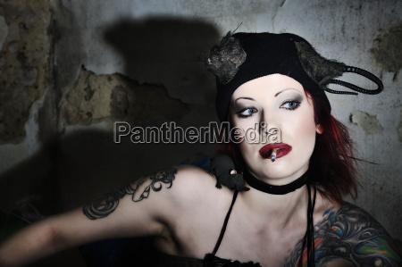 kobieta womane baba portret potrait czapka