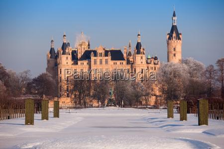 zamek schwerin w zimie