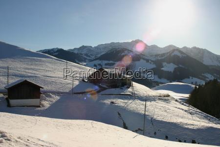 domy gory zima zimowy alpy szwajcaria