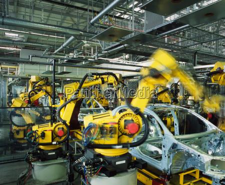 linia produkcyjna samochodow