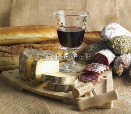 martwa natura z czerwonego wina