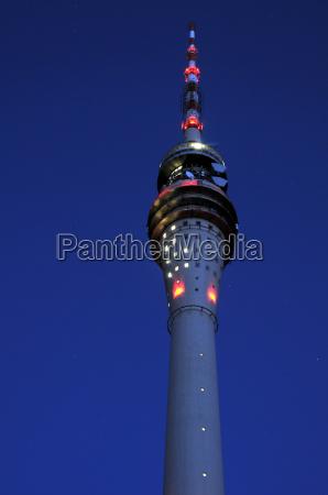drezno tv tower w godzinach wieczornych