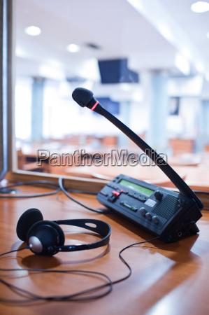 tlumaczenie ustne mikrofon i rozdzielnica