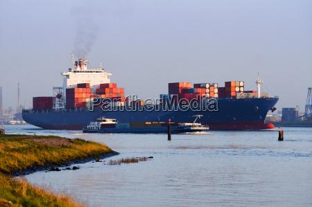 ruch drogowy transport port zaladowany statek