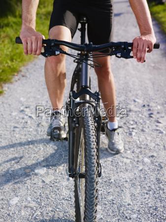 kolarz aktywnych jezdziectwo podniecony kierunek rower