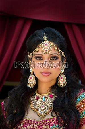 portret pieknej indian bride