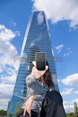 businesswoman shows screen smartphone