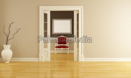 klasyczne wnetrza z czerwony fotel