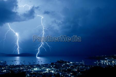 noc nocy port burza burze piorun