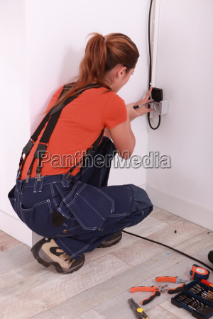 kobieta mocowania gniazda elektrycznego