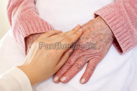 starzy i mlodzi hands