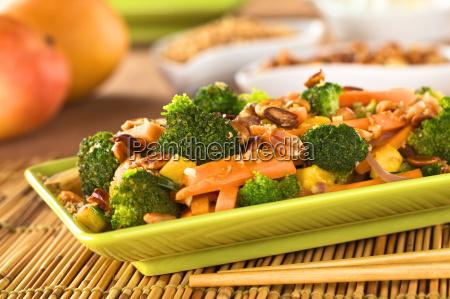 warzywne smazenie w stylu tajskim