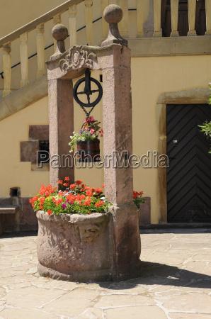 fontanna w turckheim alzacja