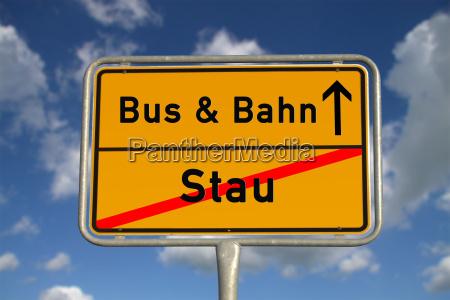 niemieckiego miasteczka szyldowy ruch drogowy dzem