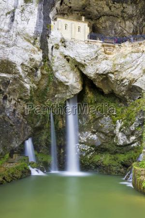 Swieta jaskinia covadonga asturias hiszpania