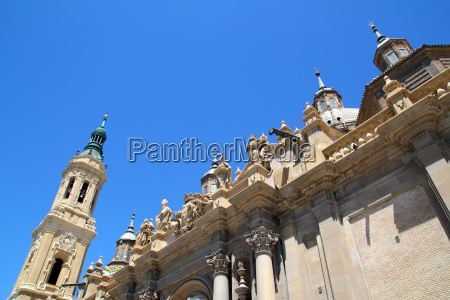 el pilar cathedral in zaragoza city