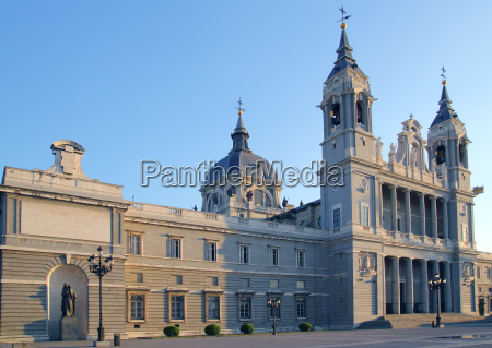 almudena cathedral madrid church