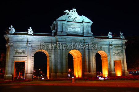 alcala puerta in madrid with night
