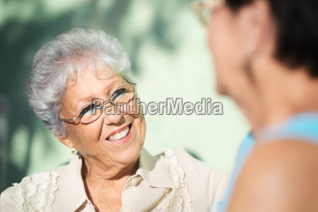 old friends dwa szczesliwe starsze kobiety