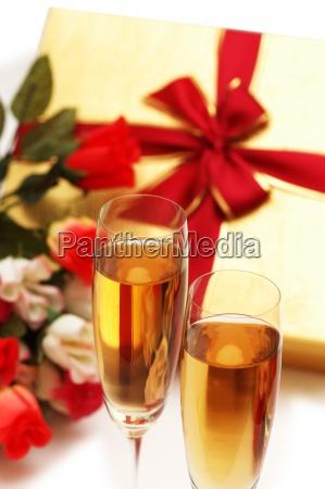 szklo kubek kielich przedstawiac picie pitnej